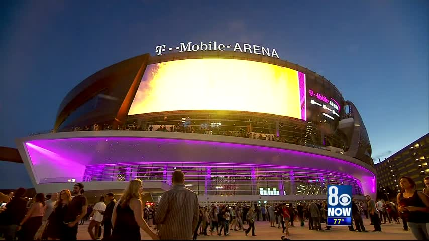 Thousands pack T-Mobile Arena on opening night_57487641-159532