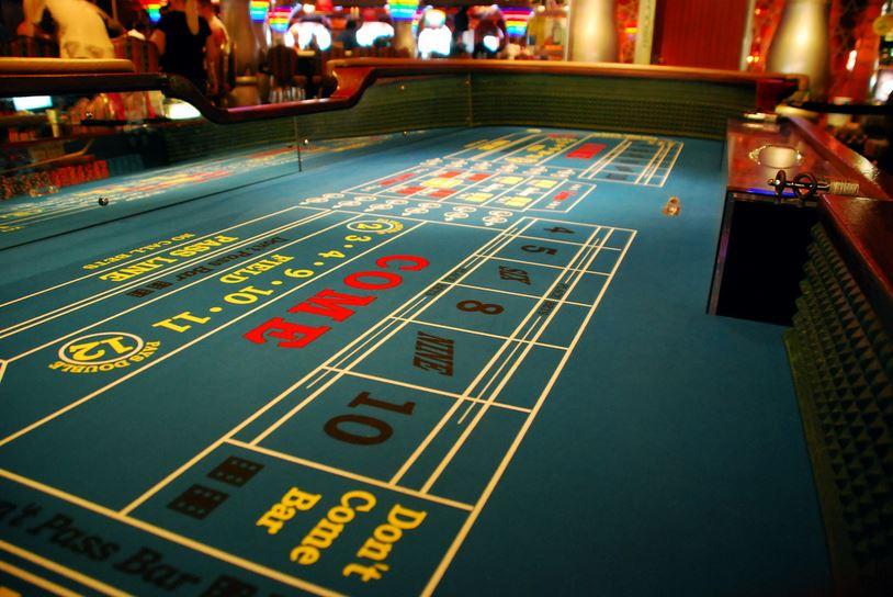 Casino_Craps_Table_1467336761903.JPG
