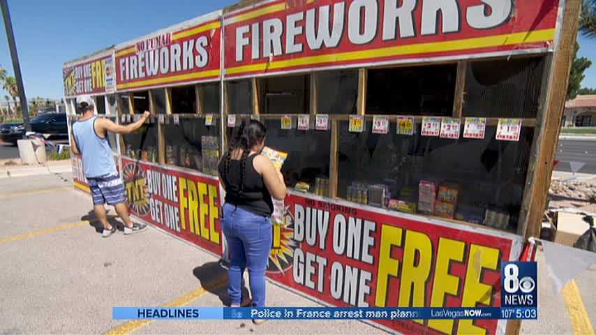 Residents rush to purchase last minute fireworks_57780551