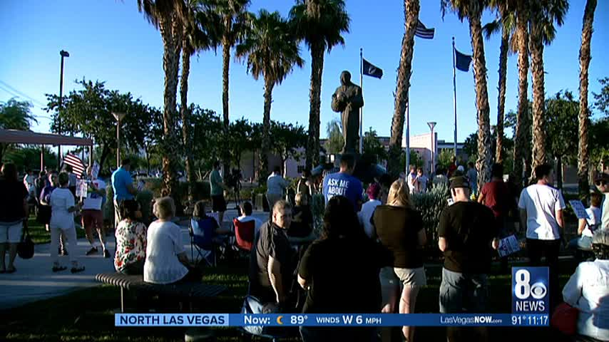 Las Vegas vigil held for Charlottesville victims