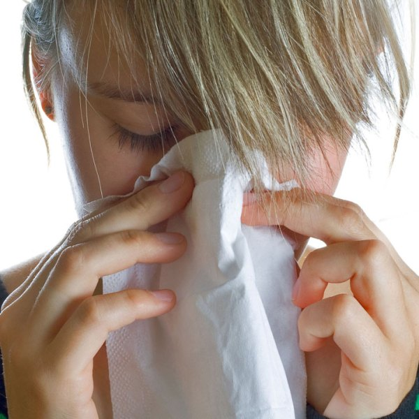 woman sneezing cold flu sick16254036-159532