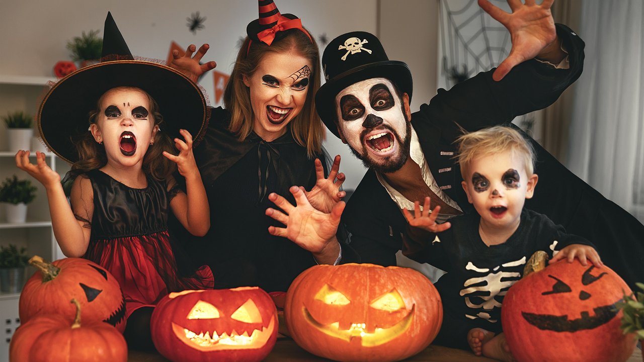 halloween%20family_1508778197668_309994_ver1_20171024051201-159532