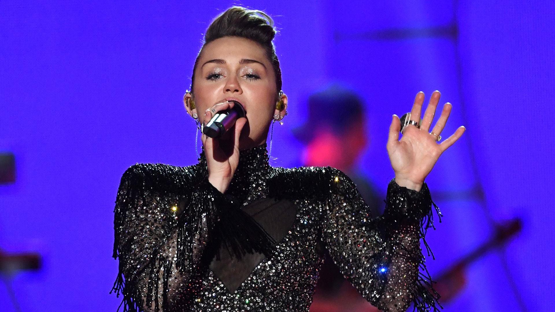 Miley Cyrus at 2017 iHeartRadio festival86300166-159532