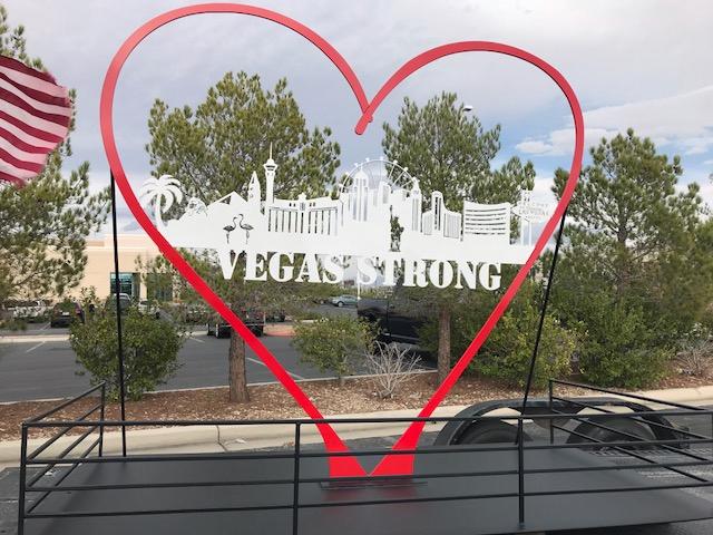 Vegas_Strong_sculpture__1510874998619.jpg