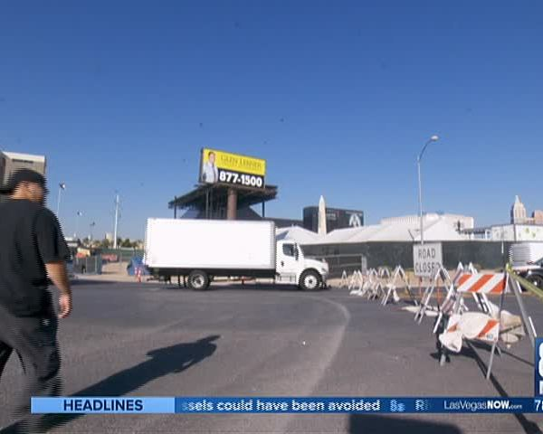 Vendors return to Route 91 Festival site to pick up equipmen_56421106