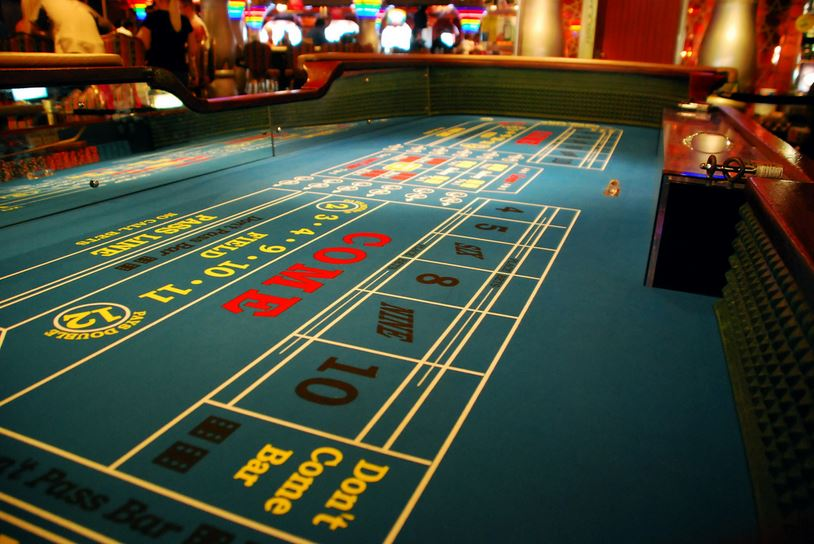 Casino_Craps_Table_1514500758972.JPG