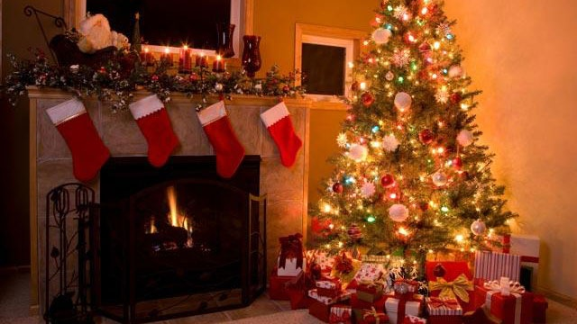Christmas tree with stockings and presents_3013466602296947-159532