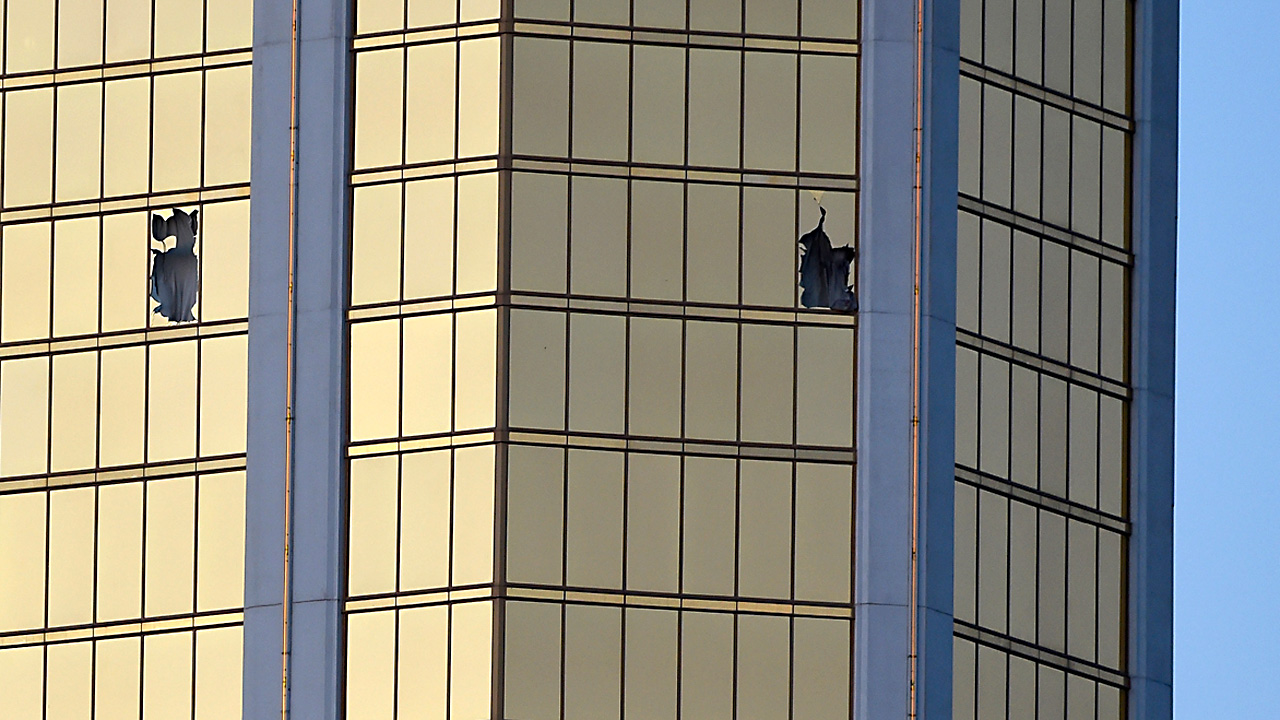Mandalay Bay windows79522169-159532