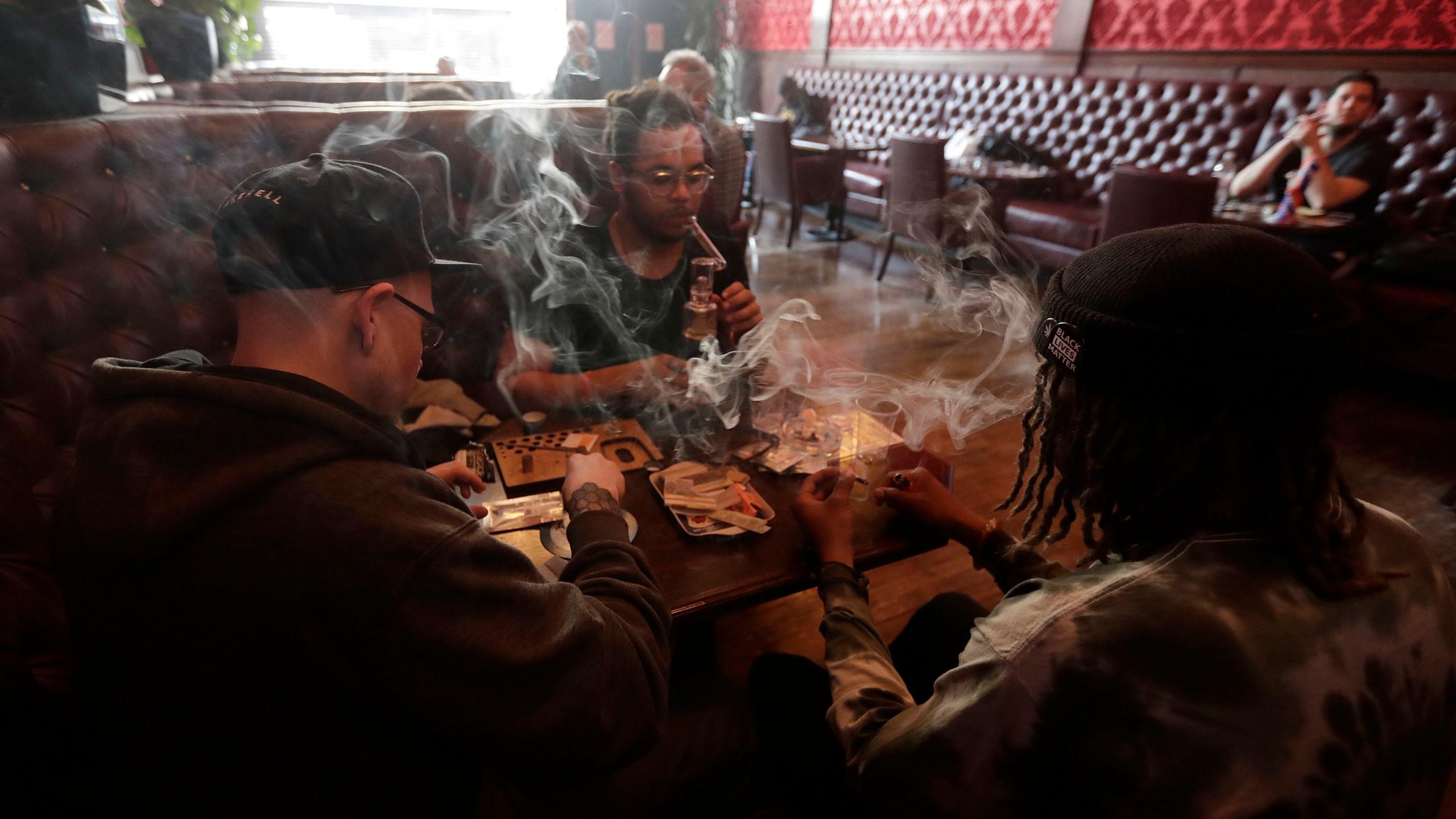 Marijuana_Smoking_Lounges_79274-159532.jpg54310359