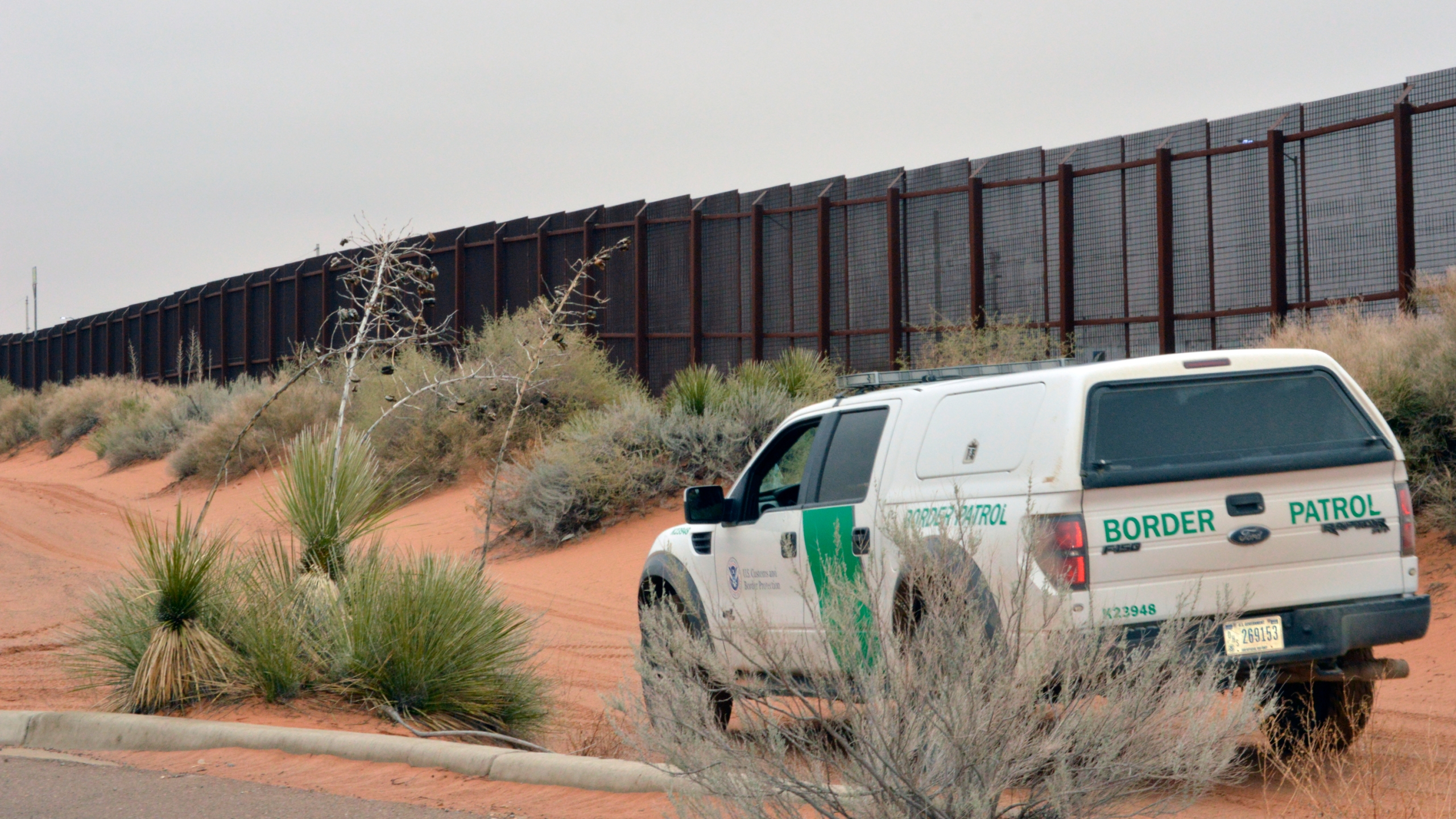 Border_Wall_74966-159532.jpg41863512
