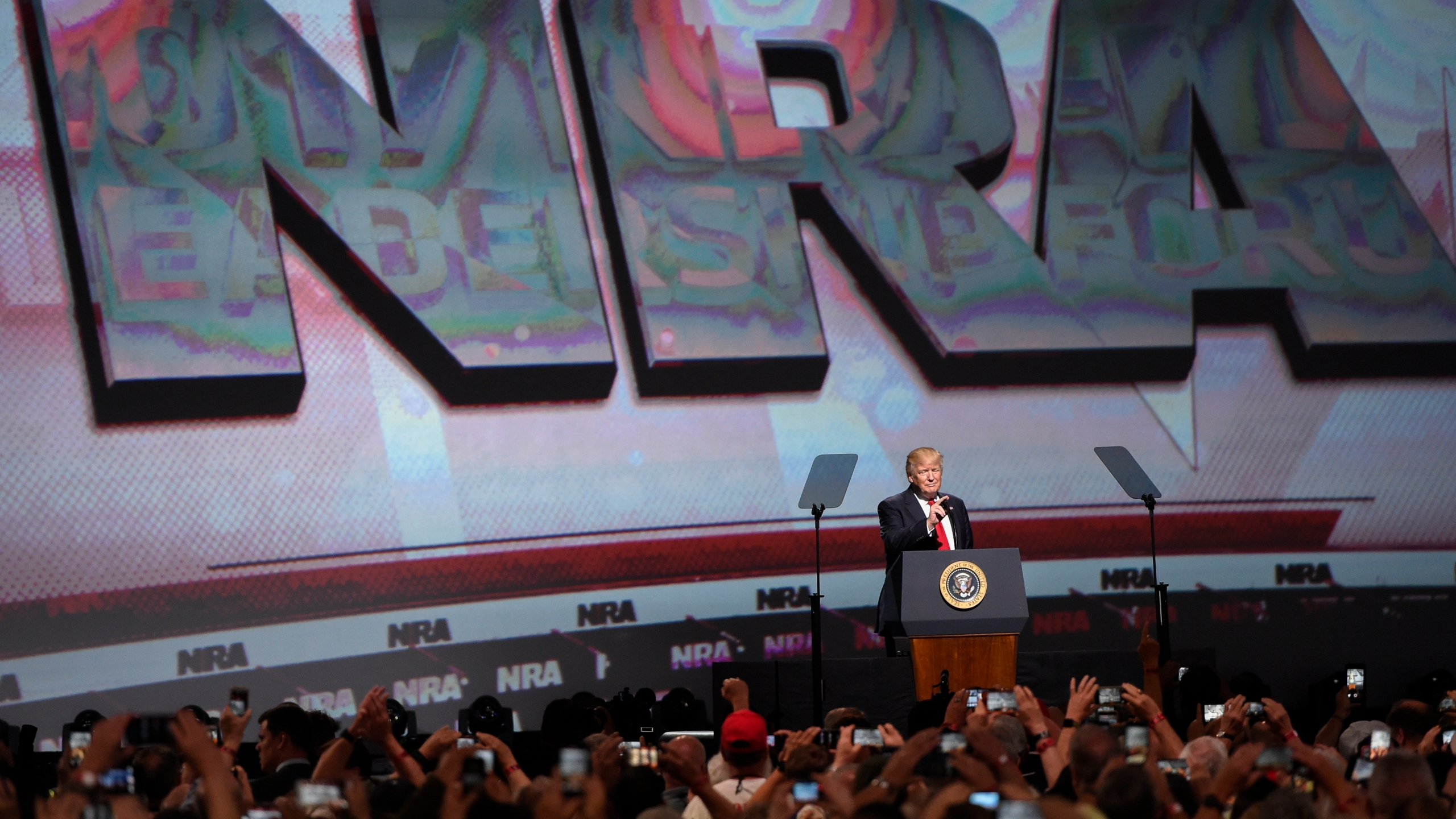 NRA_Meeting_Gun_Politics_76130-159532.jpg32396086