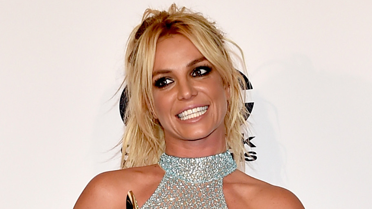 Britney Spears-Flood relief47893189-159532
