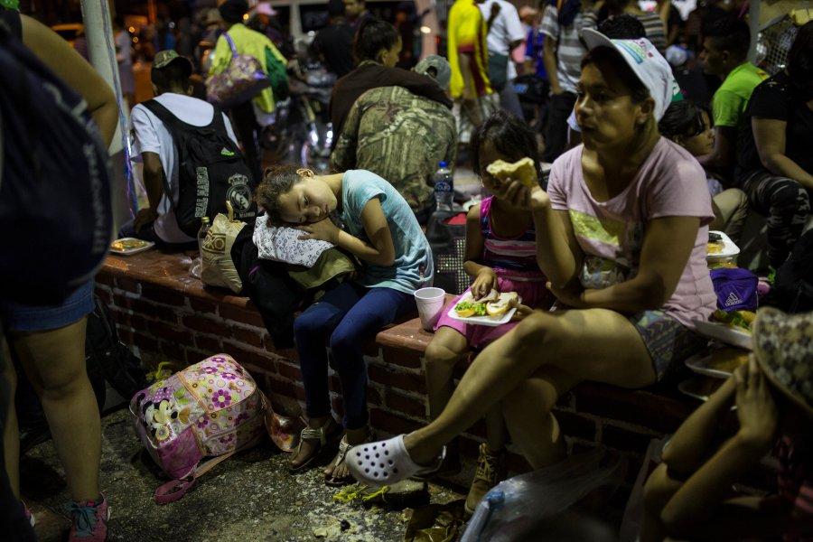 Central_America_Migrant_Caravan_46599-159532.jpg03290185