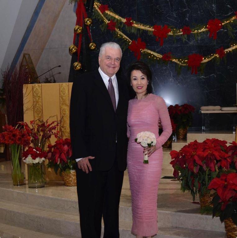 Sisolak_marries_fiance_Kathy_1546055027432.JPG