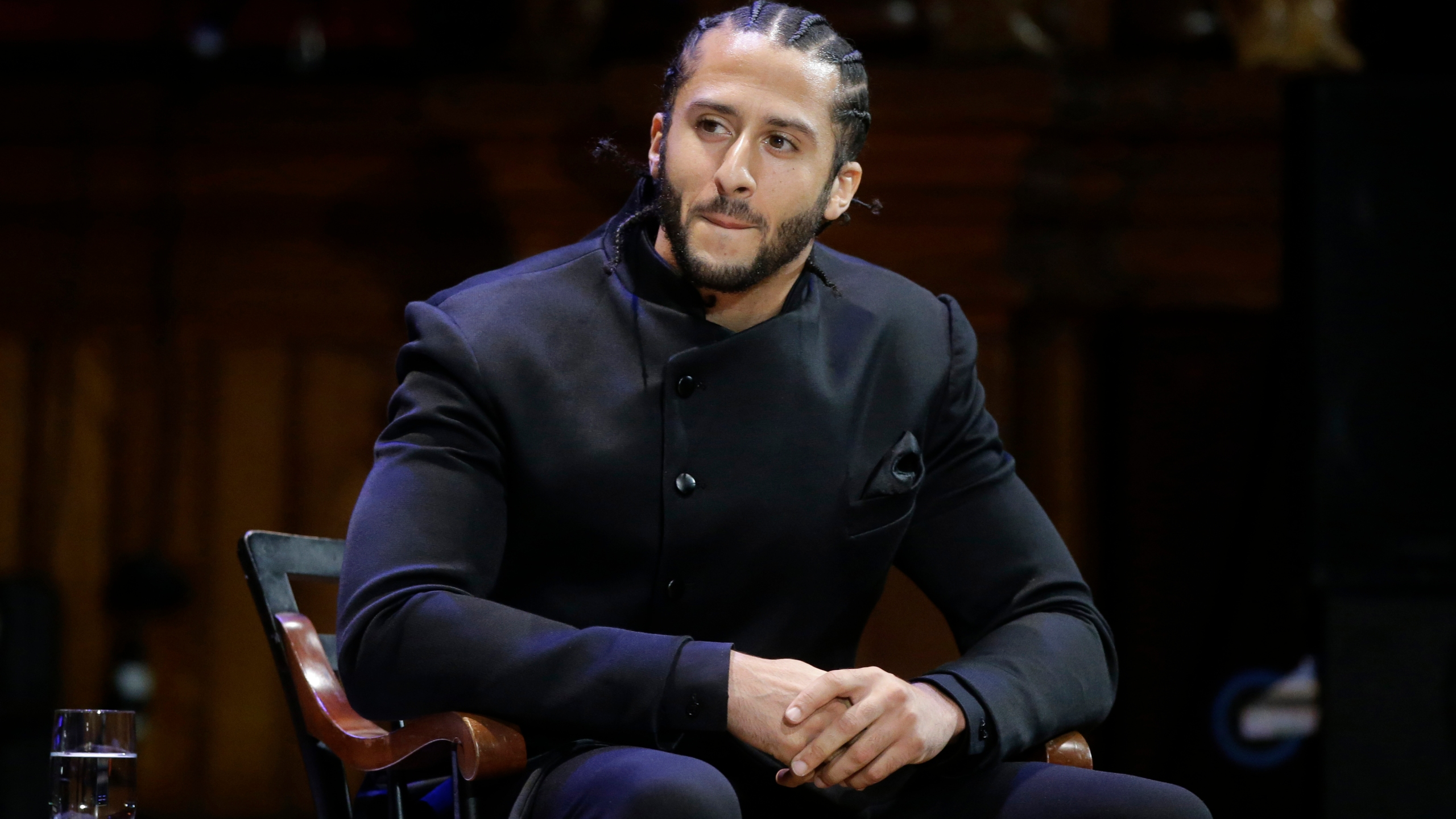 Alliance_Kaepernick_Football_35402-159532.jpg83764802