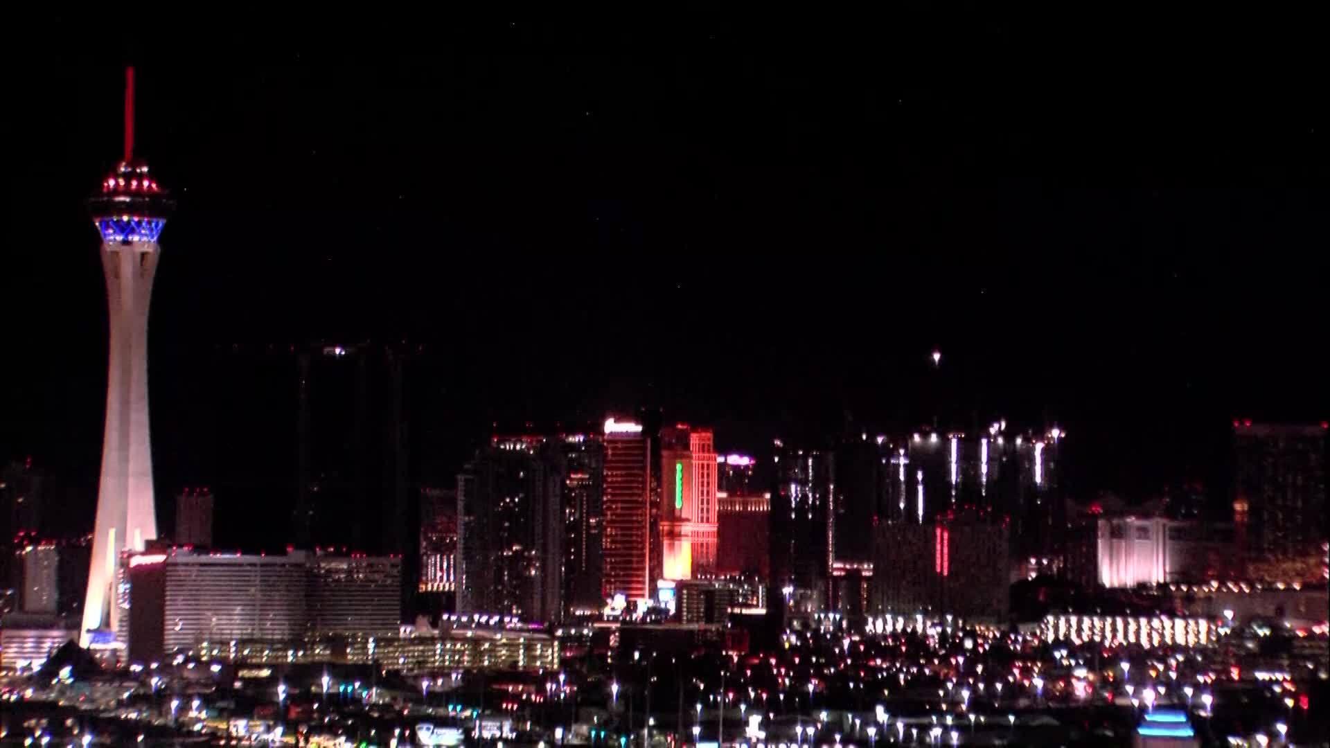 Las_Vegas_Strip_goes_dark_to_commemorate_0_20190331035932