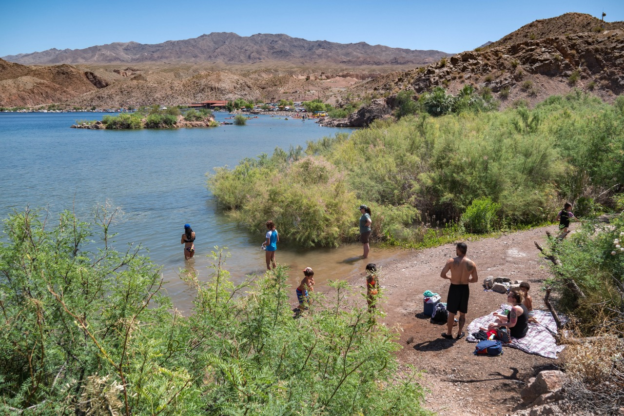 Willow Beach closed until approximately 12 pm to manage capacity, Lake Mead <b>Twitter</b> account says thumbnail